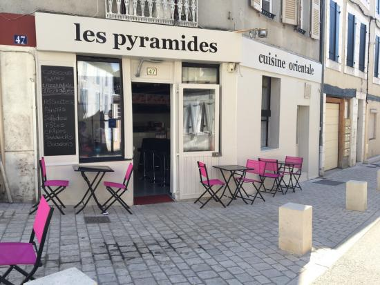 restaurant les pyramides nevers. Black Bedroom Furniture Sets. Home Design Ideas